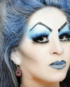 The use of conturing and intense eyes and brows make this look an Ice Queen who is not to be messed with.